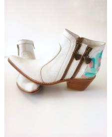 Leather boots Eva white