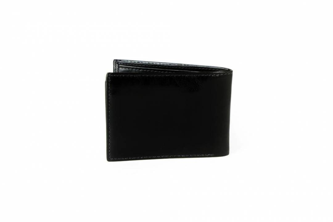 Men´s wallet in black leather.