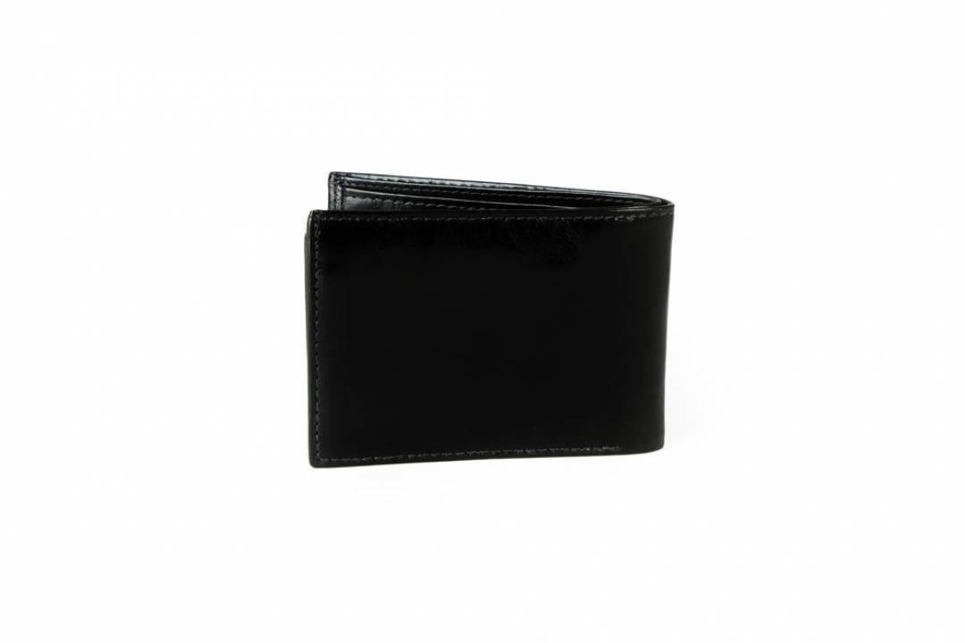 Men´s wallet in black leather.