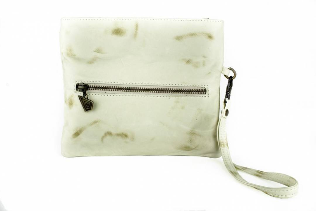 Lisa clutch, simple line bag with soft leather.