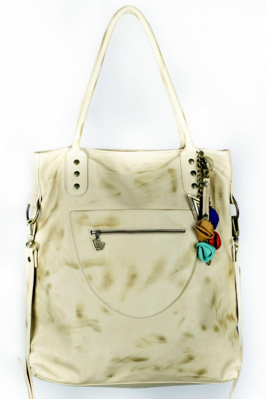 Manuela bag, elegant and spaciuos in ivory leather .