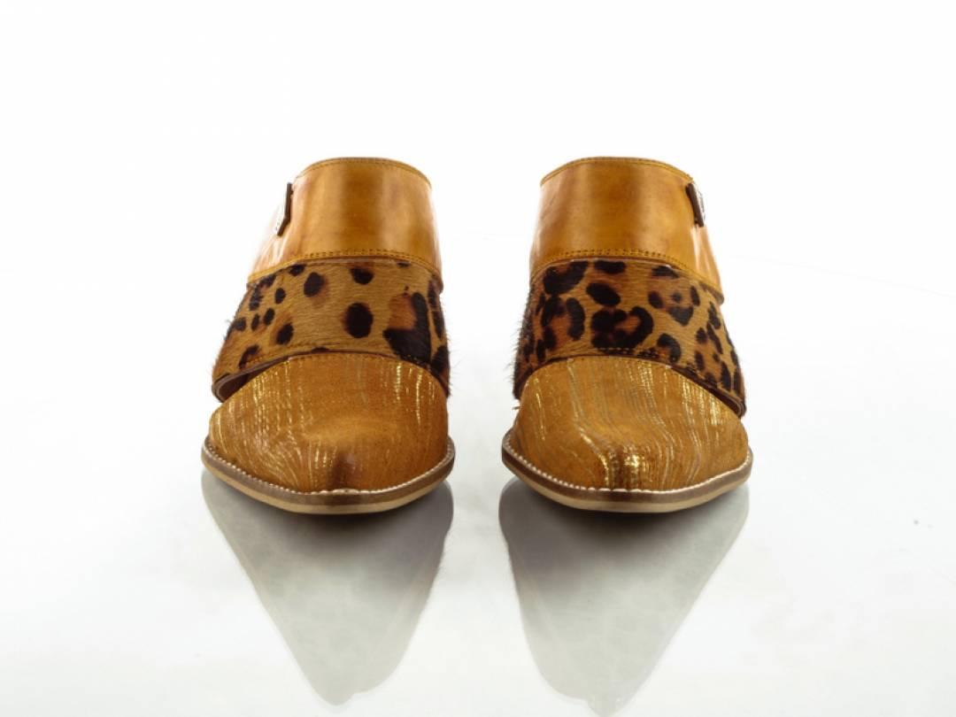 Calfskin leather clogs